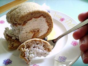 ほうじ茶ロールケーキ写真