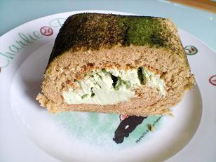 抹茶ロールケーキの写真